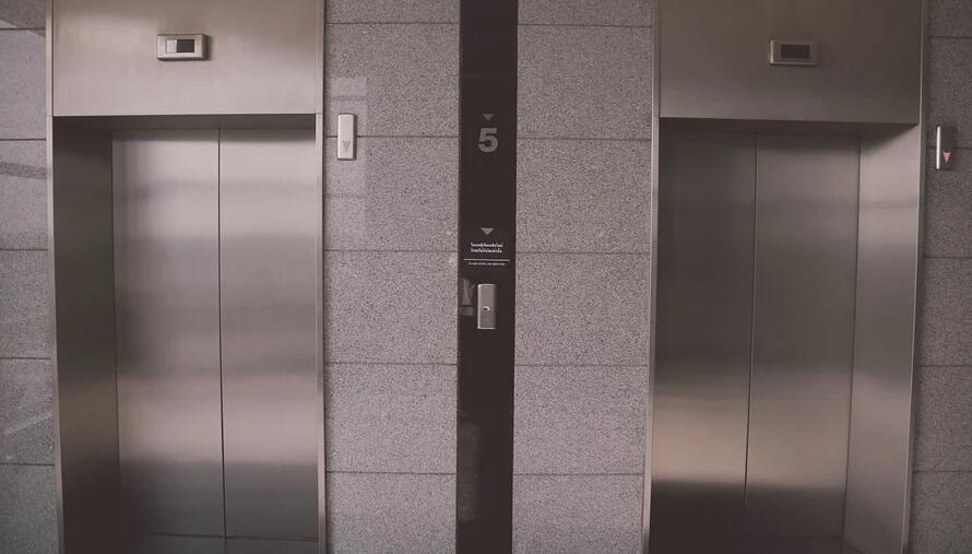 被困电梯自救