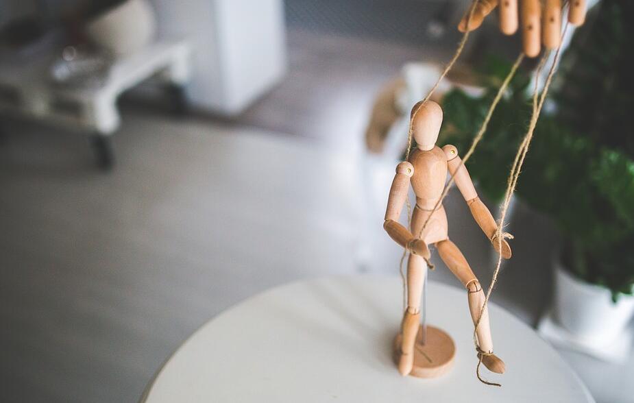 父母的控制欲-提线木偶